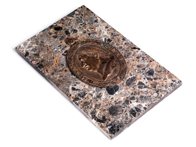 Ovale Bronzeplakette mit Darstellung des römischen Kaisers Vitellius
