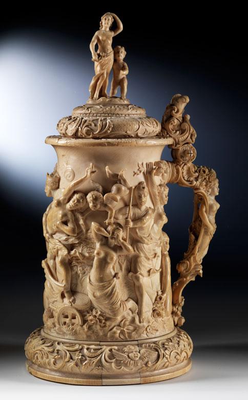 Großer Prunkhumpen in Elfenbein mit Venus-Diana-Szenerie und Raptatio-Gruppe im halbplastisch geschnitzten Relief