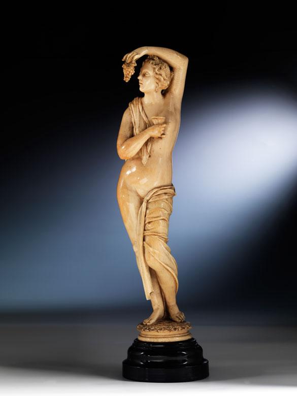 Elfenbein-Schnitzfigur einer Bacchantin