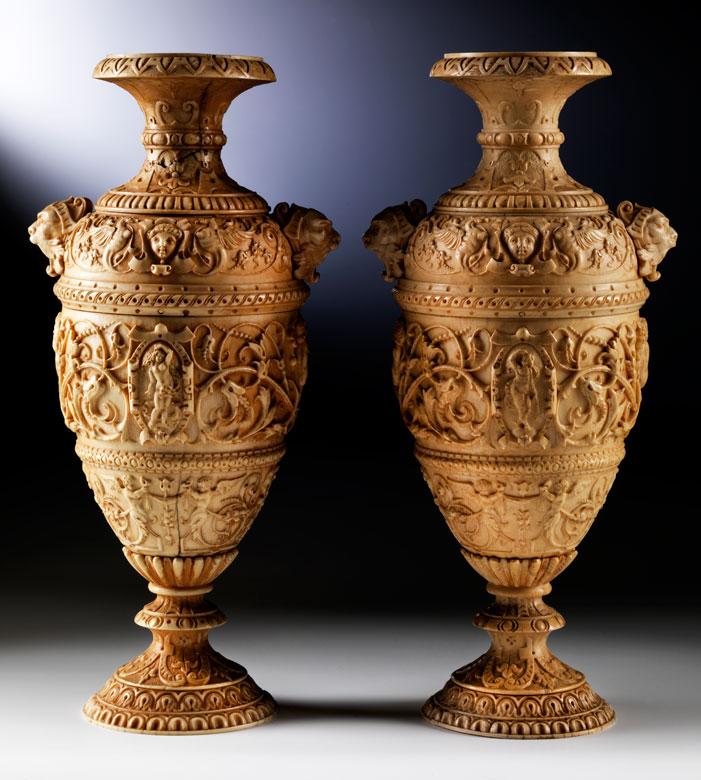 Paar Elfenbeinvasen im Renaissance-Stil