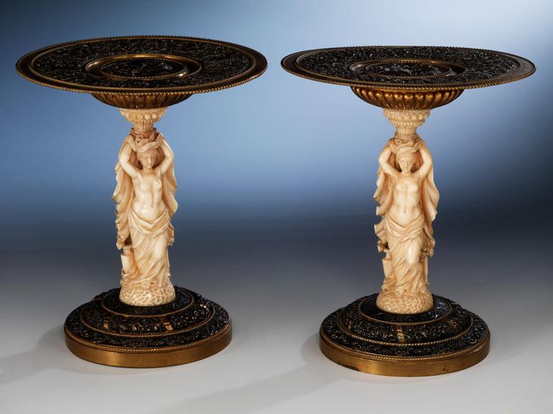 Paar kunstvoll in Elfenbein und Bronze gefertigte kleine Tafelaufsätze