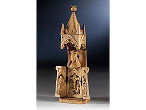 Kleiner figürlich gestalteter Klappaltar im Stil der Gotik Elfenbein