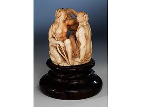 Figurengruppe der Jagdgöttin Diana mit Hund und Gespielin