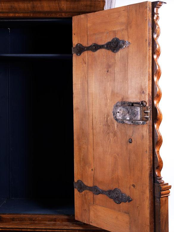 Zweitüriger Kleiderschrank - Hampel Fine Art Auctions