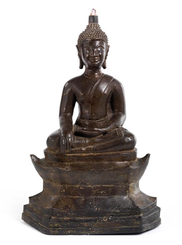 Bronzefigur eines thronenden Buddha