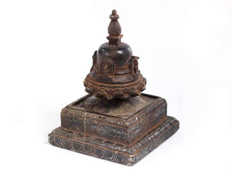 Nepalesische Reliquiar-Stupa in Stein