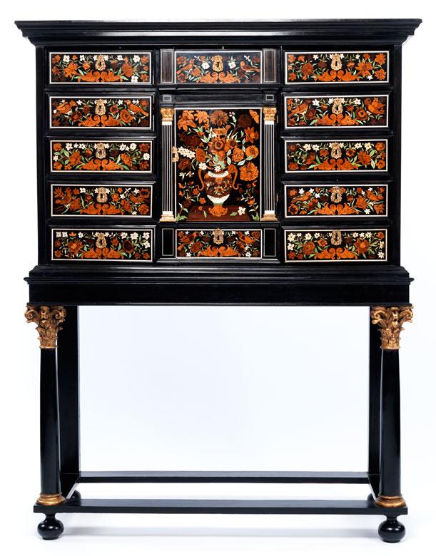 Bedeutender, reich mit Blumen intarsierter Kabinettschrank der Werkstatt von Pierre Gole (1620 - 1685), zug.