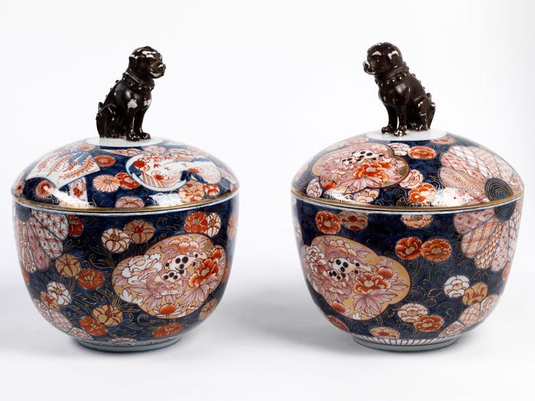 Paar große, japanische Deckelgefäße