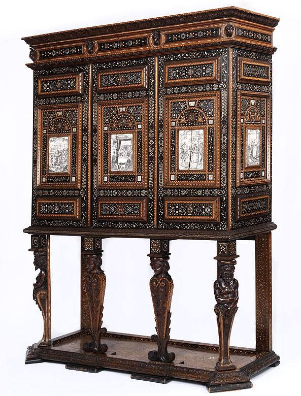 Kabinettschrank im Renaissance-Stil