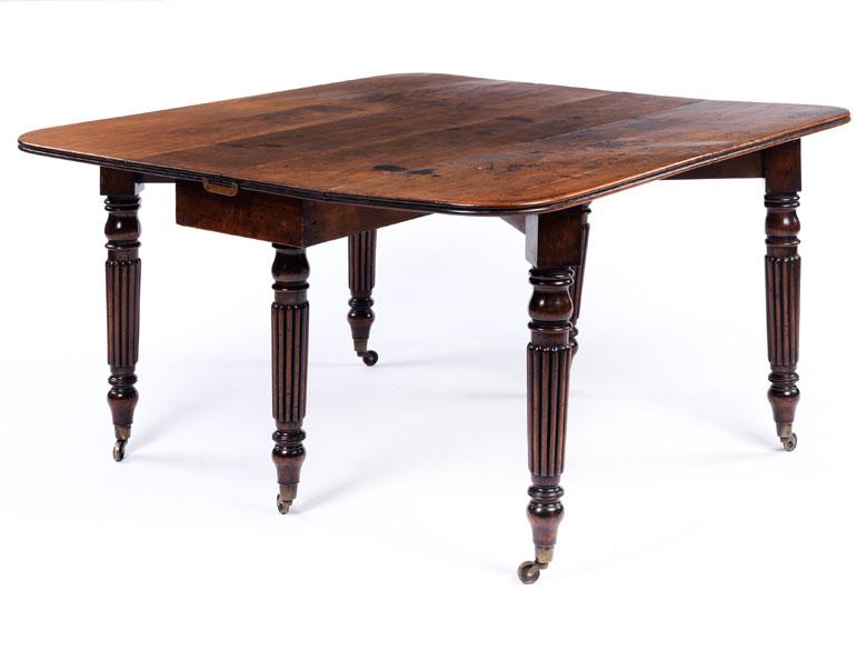 Englischer Gateleg-Tisch in Nussbaum