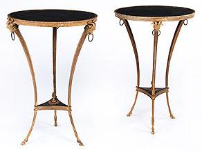 Paar Guéridon-Tische in Bronze, mit schwarzer Schieferplatteneinlage