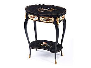 Seltenes, ovales Salon-Beistelltischchen im Rokoko-Stil mit Lackmalerei