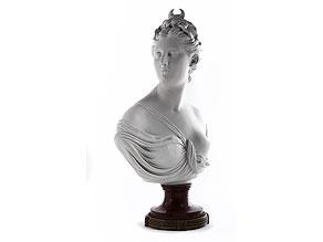 Büste der Jagdgöttin Diana in Biskuitporzellan nach Marmor-Original von Houdon (1741 - 1828) in Versailles