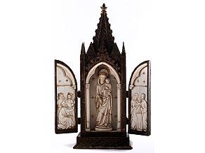 Neogotischer Flügel-Hausaltar mit Elfenbeinfigur und Elfenbeinreliefs
