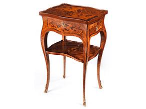 Kleines Louis XV-Salonmöbel, sog. Table à ouvrage