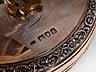 Detail images: Silberne und rotgoldene Schreibtischuhr