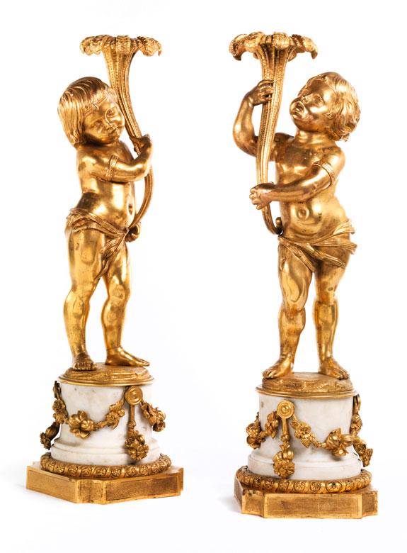 Paar leuchtertragende Kinderfiguren in Bronze und Feuervergoldung