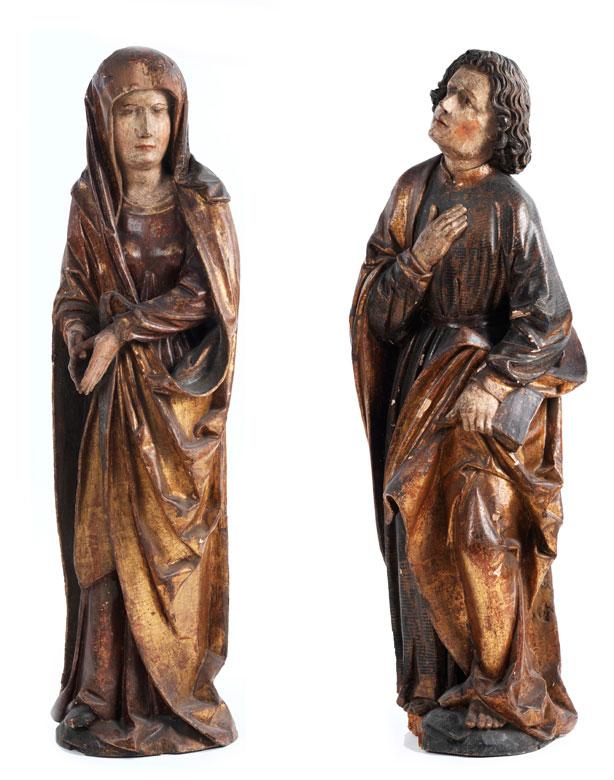 Schnitzfigur des Heiligen Johannes Evangelist und spätgotische Schnitzfigur der trauernden Maria