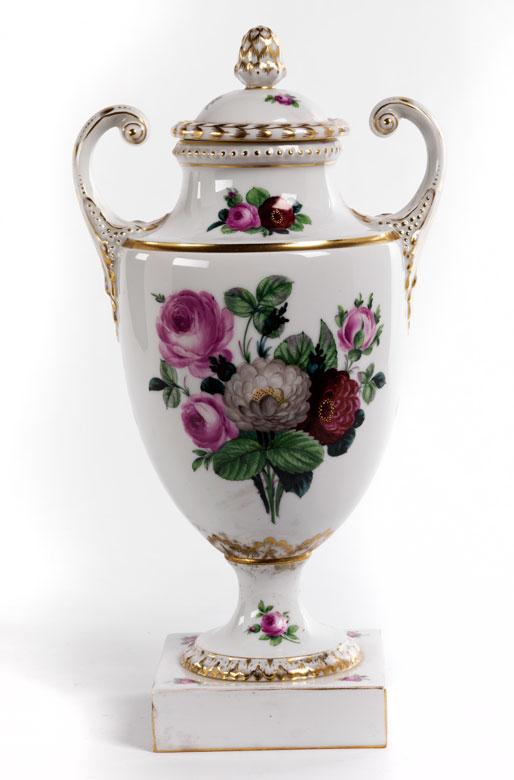 Porzellan-Deckelvase in Amphorenform