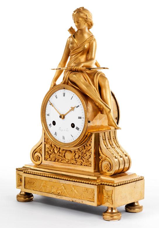 Französische Kaminuhr in feuervergoldeter Bronze