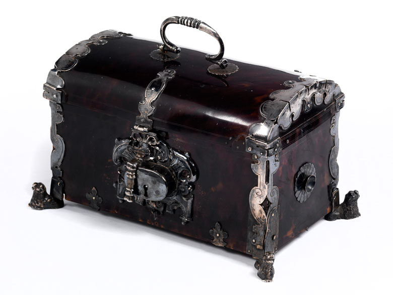Seltene, höfisch-elegante Kassette in Schildpatt und Silber