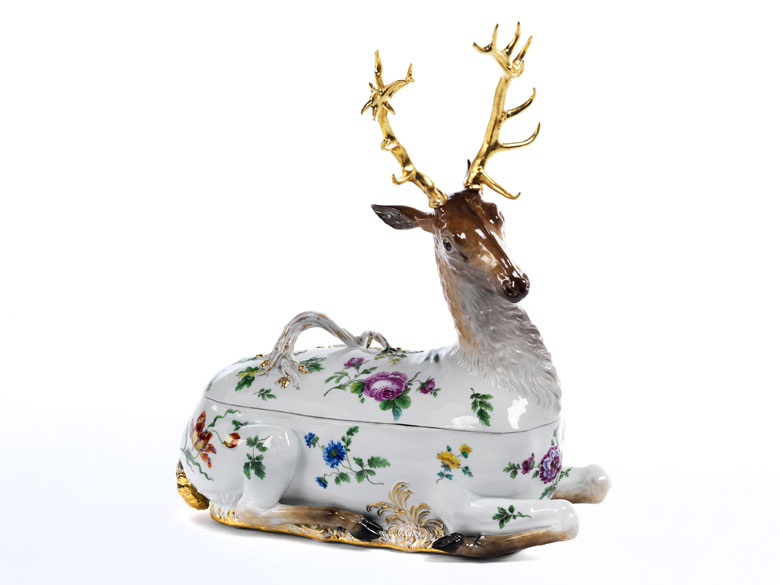 Meissener Porzellan-Terrine in Form eines liegenden Hirsches