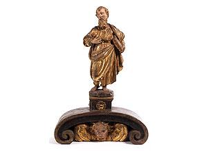 Schnitzfigur eines bärtigen Heiligen mit Buch