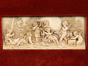 Elfenbein-Reliefschnitzerei