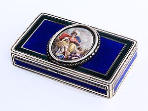 Silberdose mit Transluzidemail und Medaillon in Emailmalerei