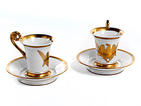 Zwei Sèvres-Tassen mit Untertassen