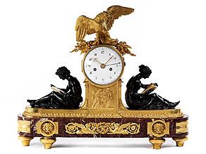 Bedeutende Louis-XVI Kaminuhr in feuervergoldeter Bronze mit brünierten Bronzefiguren und rotem Marmorsockel