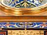 Detail images: Große, prächtige Kamingarnitur mit Kaminuhr und großen Kandelabern in feuervergoldeter Bronze und Email im Louis XVI-Stil