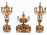 Detailabbildung: Große, prächtige Kamingarnitur mit Kaminuhr und großen Kandelabern in feuervergoldeter Bronze und Email im Louis XVI-Stil