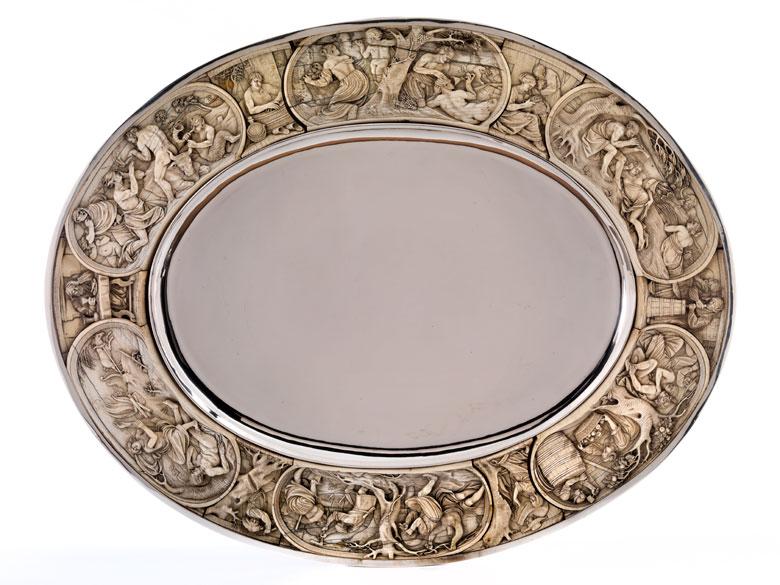 Dekoratives Silbertablett mit Elfenbeinumrandung