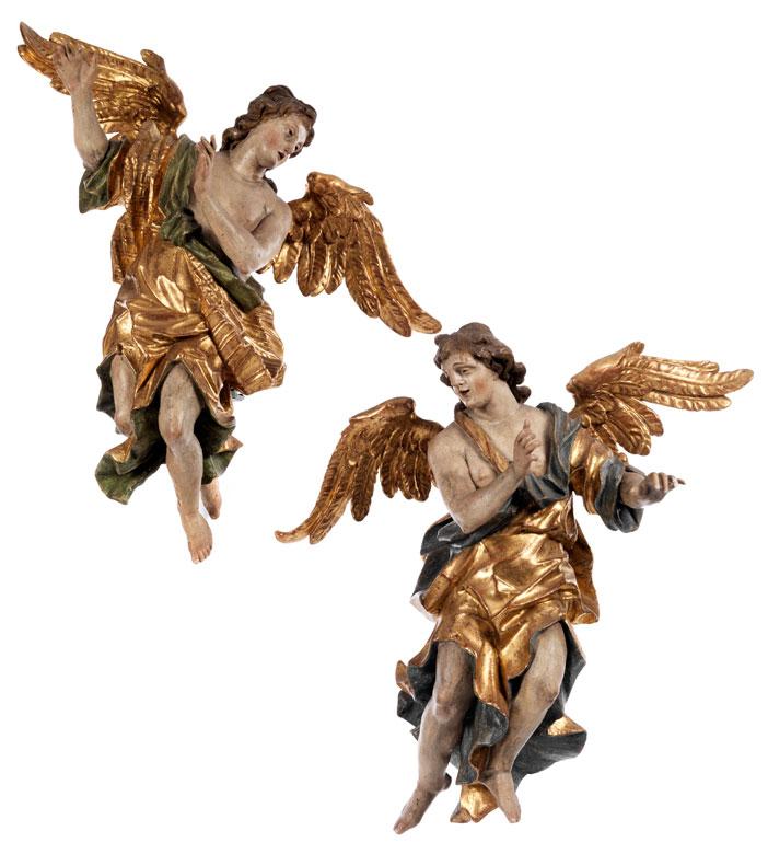 Paar geschnitzte Engelsfiguren