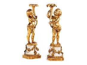 Paar Leuchter tragende Kinderfiguren in Bronze und Feuervergoldung
