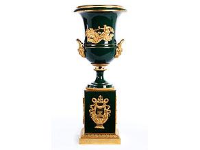Große Sockelvase in Porzellan und feuervergoldeter Bronze, sog. Medici-Vase