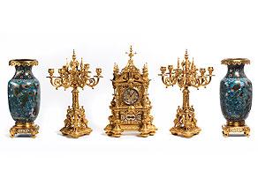 Kaminuhr-Garnitur in feuervergoldeter Bronze im Renaissance-Stil