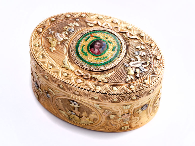Ovale Golddose mit Miniatur-Damenbildnis