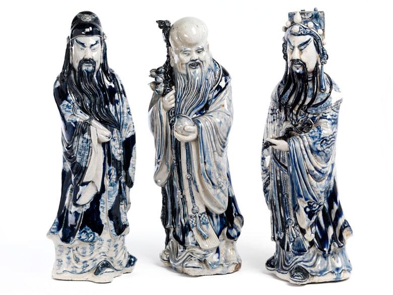Drei Porzellanfiguren buddhistischer Schutzheiliger