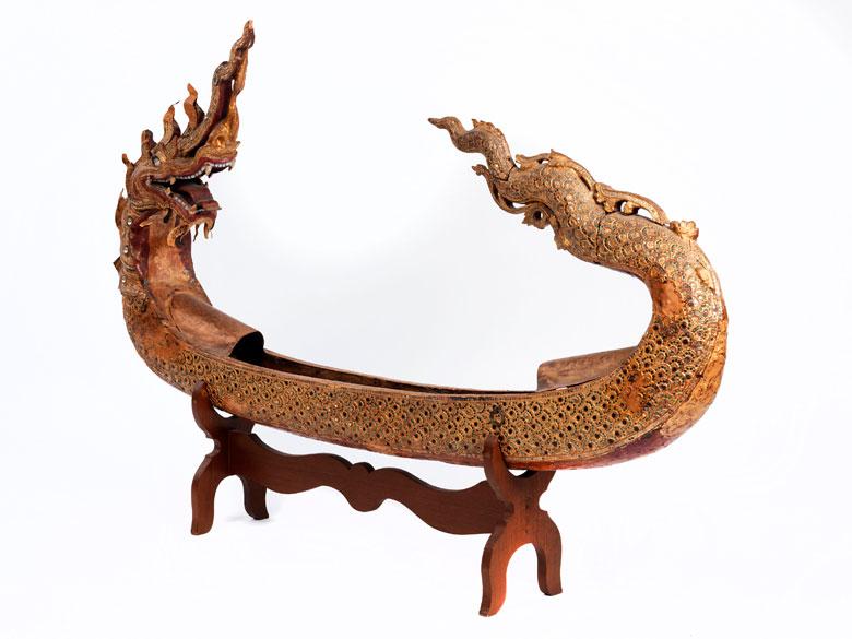 Kultgegenstand in Form eines Drachenbootes