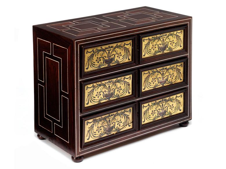 Museales Kabinettkästchen mit Eglomisé und Hinterglasmalerei