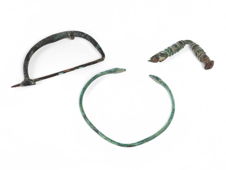 Drei römische Bronzeobjekte