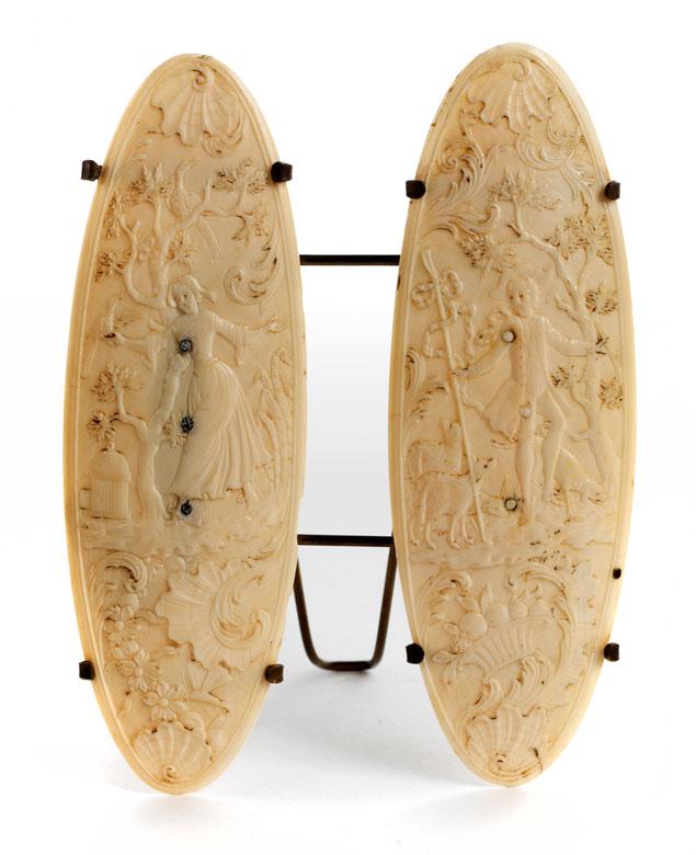Zwei seltene Elfenbeinspindeln