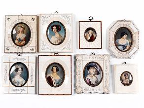 Sammlung von acht Miniatur-Portraitbildern