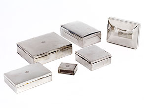 Konvolut von sechs silbernen Zigaretten- und Zigarrendosen