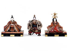 Drei japanische, bekleidete Figuren