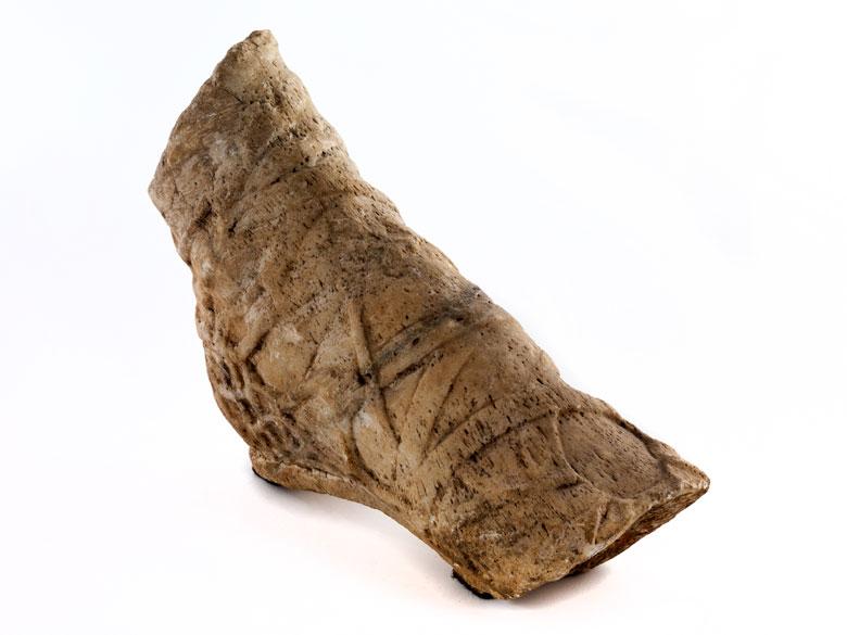 Marmorfragment eines weiblichen rechten Fußes