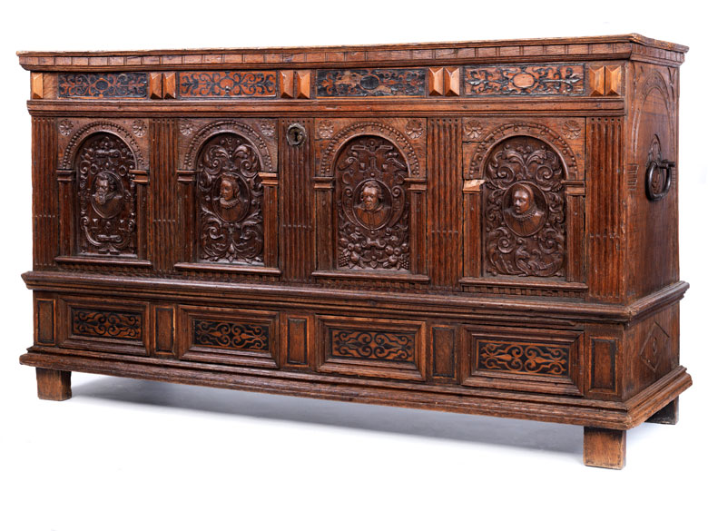 gro e renaissance truhe in eiche hampel fine art auctions. Black Bedroom Furniture Sets. Home Design Ideas