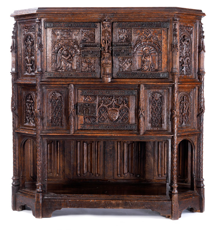 au ergew hnliche anrichte im gotischen stil hampel fine art auctions. Black Bedroom Furniture Sets. Home Design Ideas